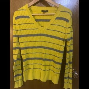 🍀3/$30 Striped grey and yellow sweater